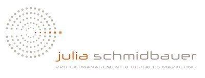 Logo Julia Schmidbauer Beratung Projektmanagement und digitales Marketing. Links ein Kreis bestehend aus zentrierten kleinen Punktent. Daraus laufend eine linie mit orangen kleinen Punkten. Daneben steht in kleinen Buchstaben Julia Schmidbauer. Darunter in Großbuchstaben: Projektmanagement & Digitales Marketing
